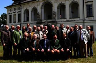 1_-Juli-2014_Mariazeller-Erklärung_Gruppenfoto-Schloss-Hohenbrunn-435x289.jpg © Maierhofer