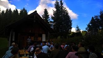 Robin Sandort, MSc., berichtet über das Forschungsprojekt Rehwildmanagement bei naturnaher Waldbewirtschaftung im Alpenraum © red.